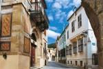 Στενά σοκάκια στην Παλιά Πολή